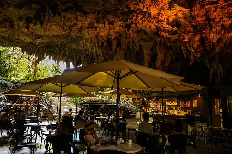 ケイブカフェ 鍾乳洞そのままのカフェスペース